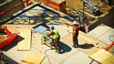 ensure safe lifting in workplace